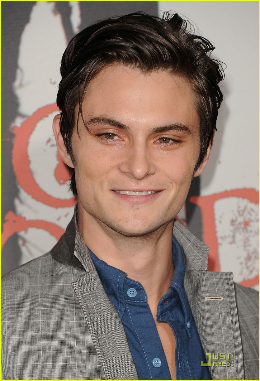 shiloh fernandez red riding hood premiere 23