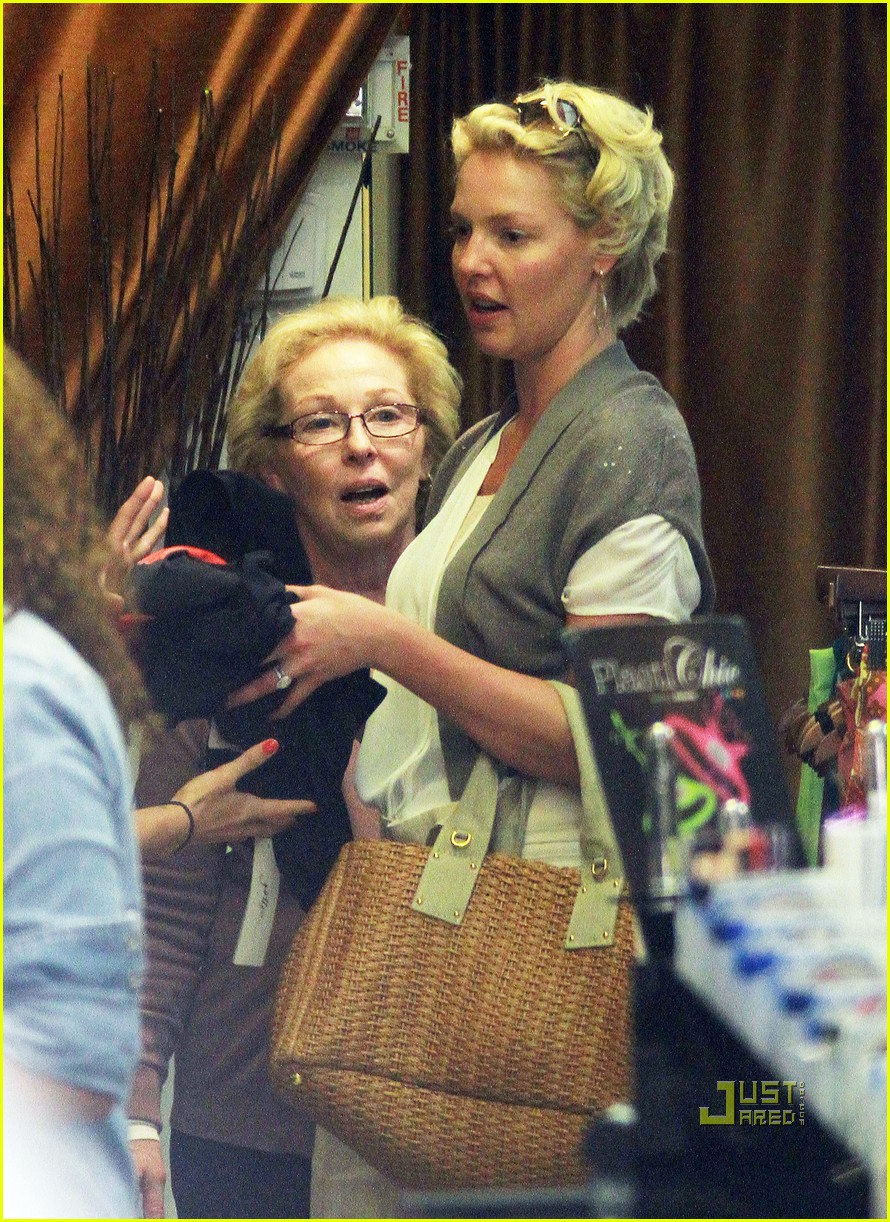 katherine heigl mom swimsuits 022529179