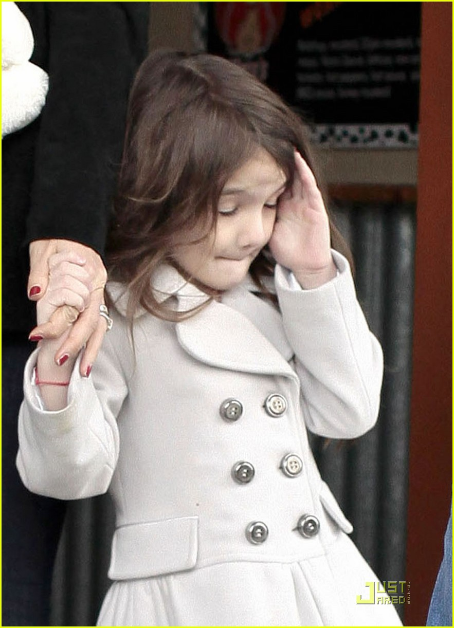 suri cruise katie holmes hamburger helper 06