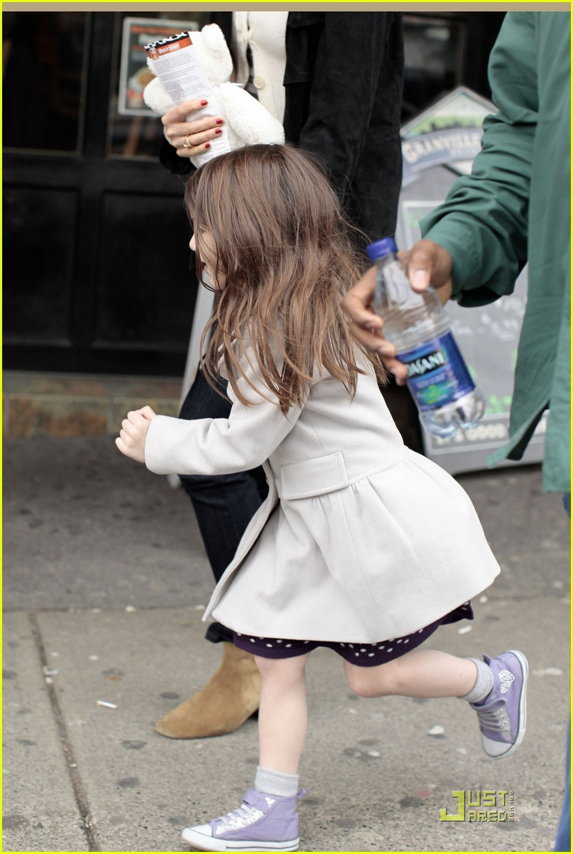 suri cruise katie holmes hamburger helper 09