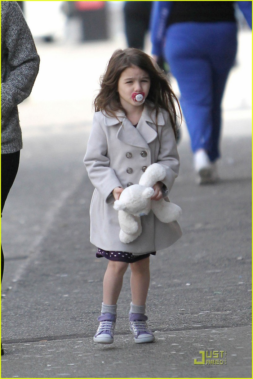 suri cruise katie holmes hamburger helper 11