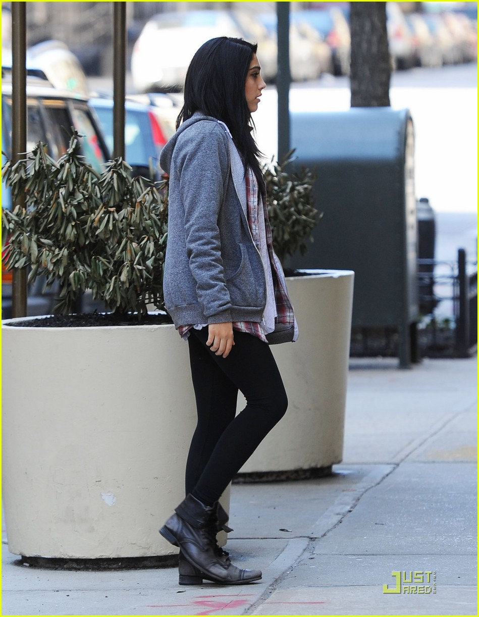 lourdes leon sunday stroll with dad carlos 03