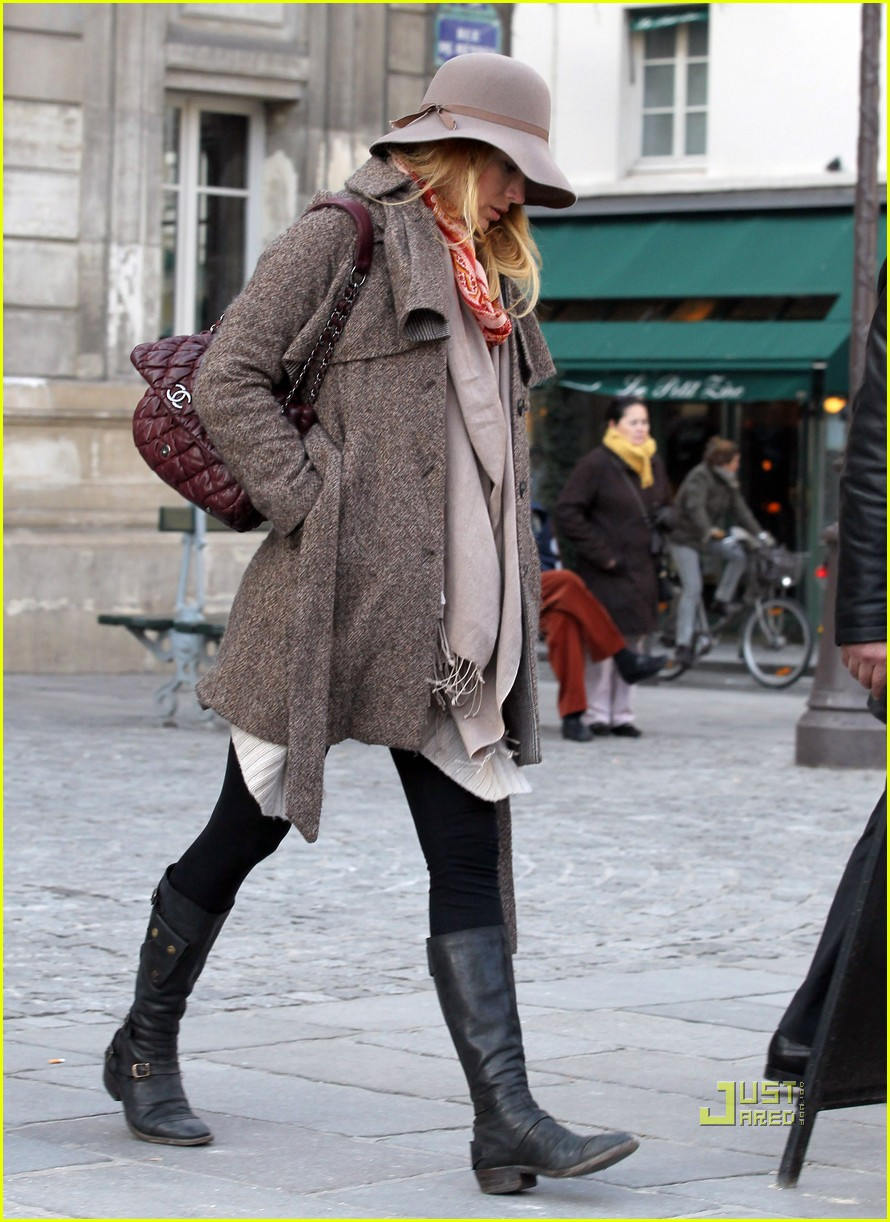 blake lively louboutin shoe shopping 01