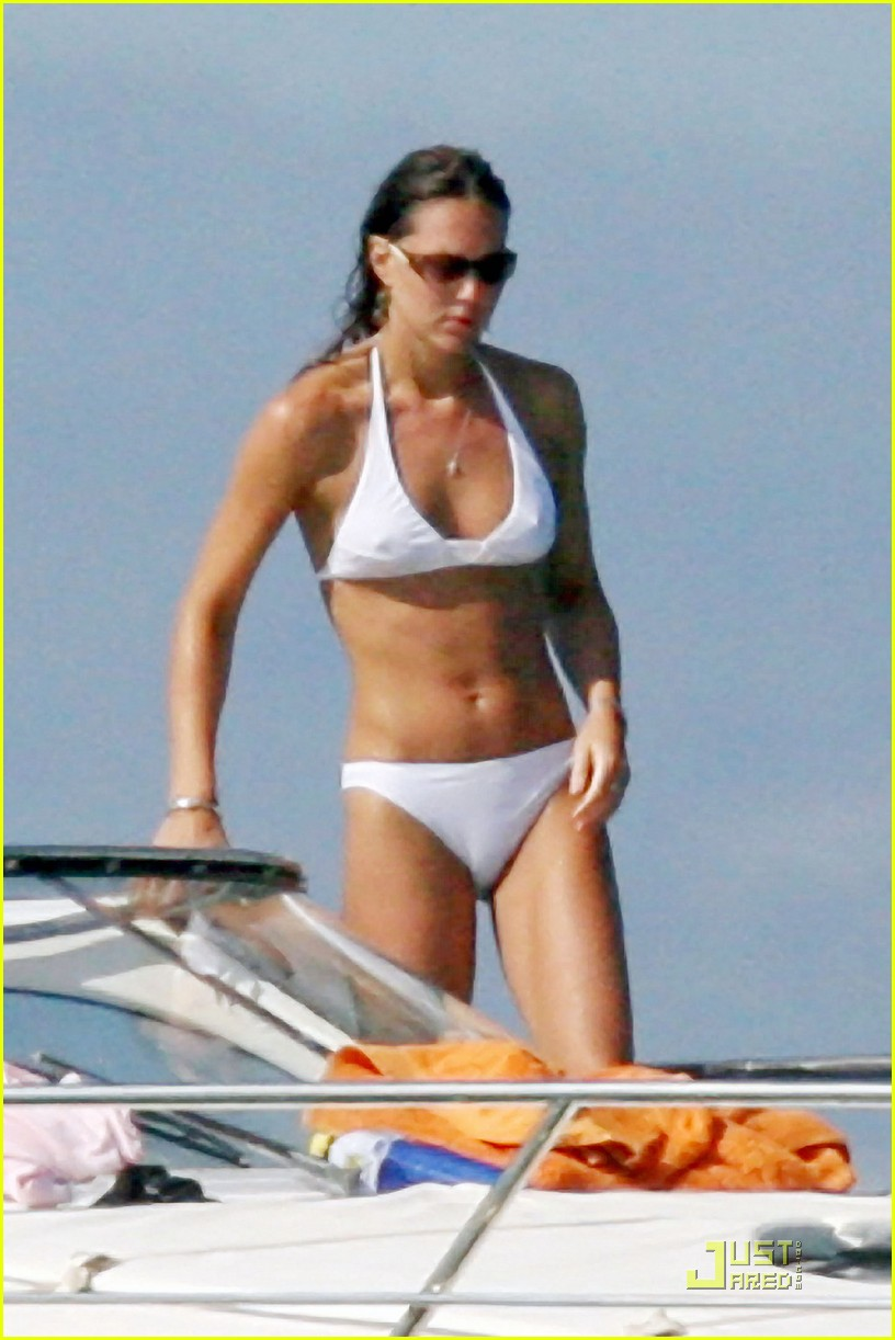 kate middleton prince william bikini 04
