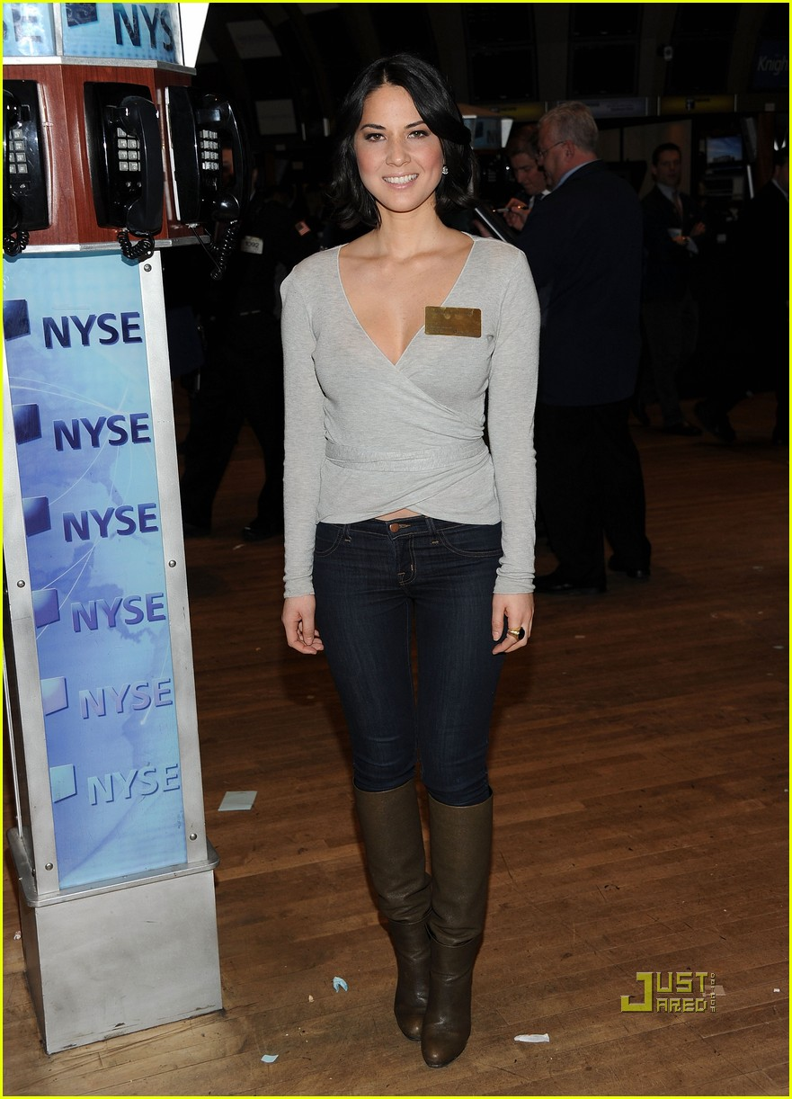 olivia munn nyse closing bell 02