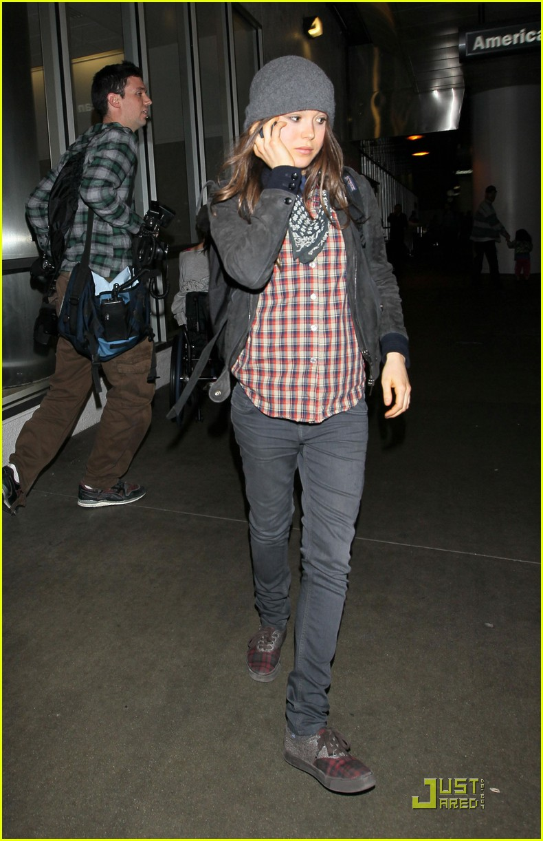ellen page lands in los angeles 04
