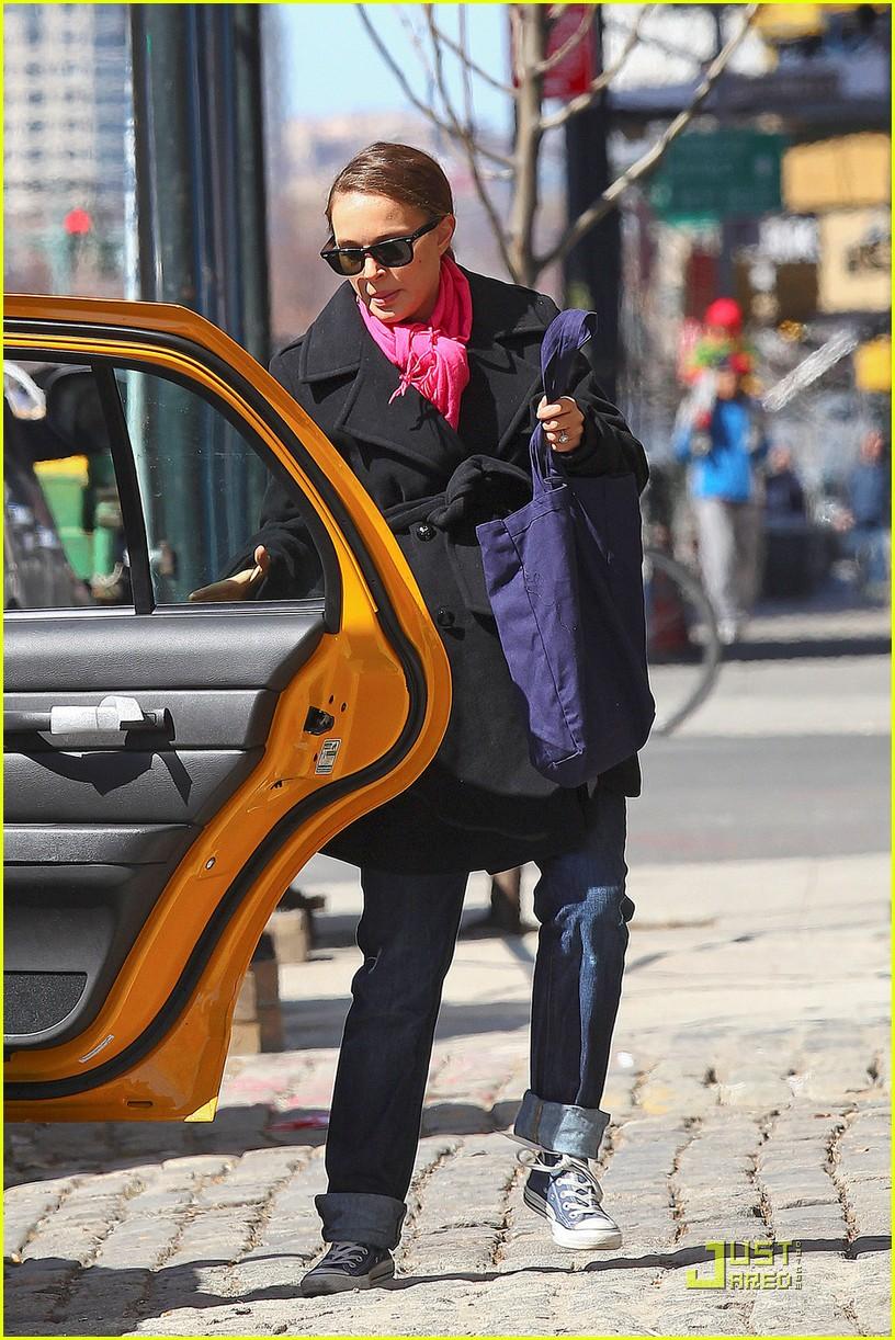 natalie portman benjamin millepied take a taxi 03