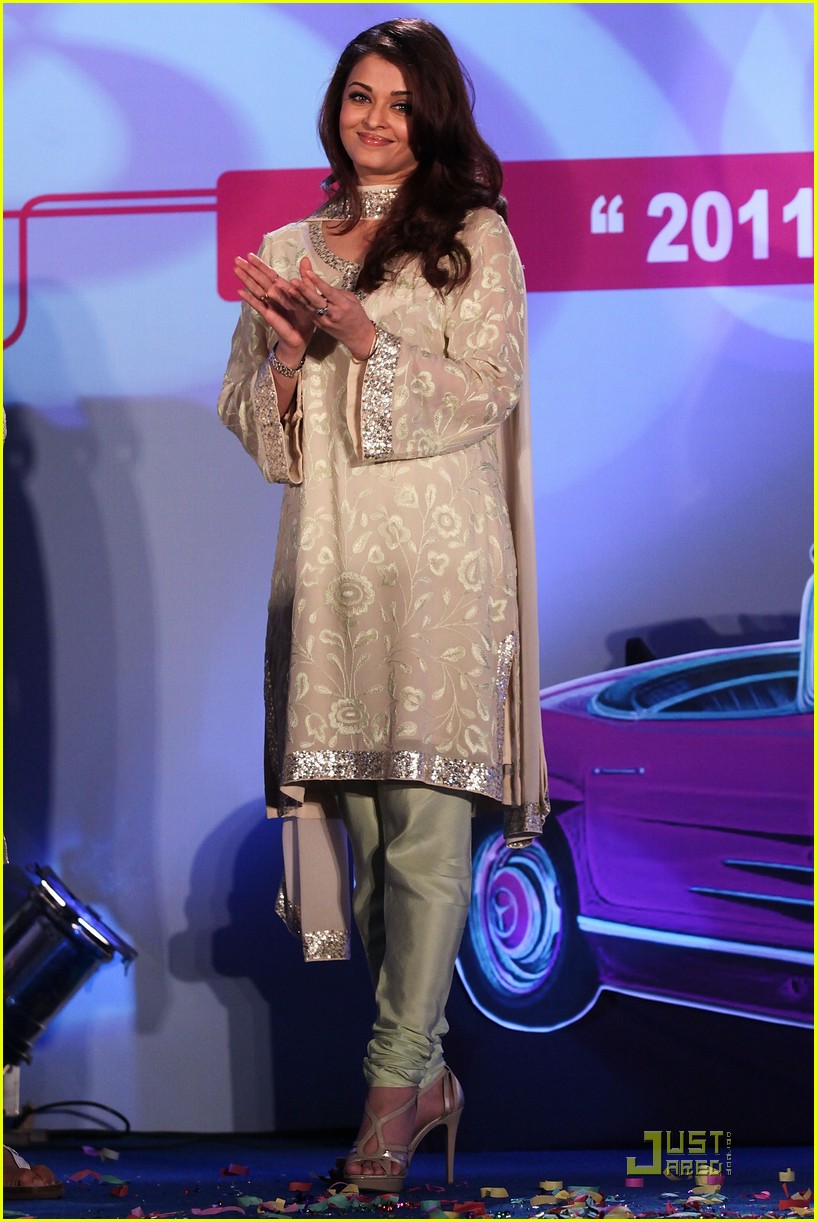aishwarya rai womens drive awards 2011 012525085