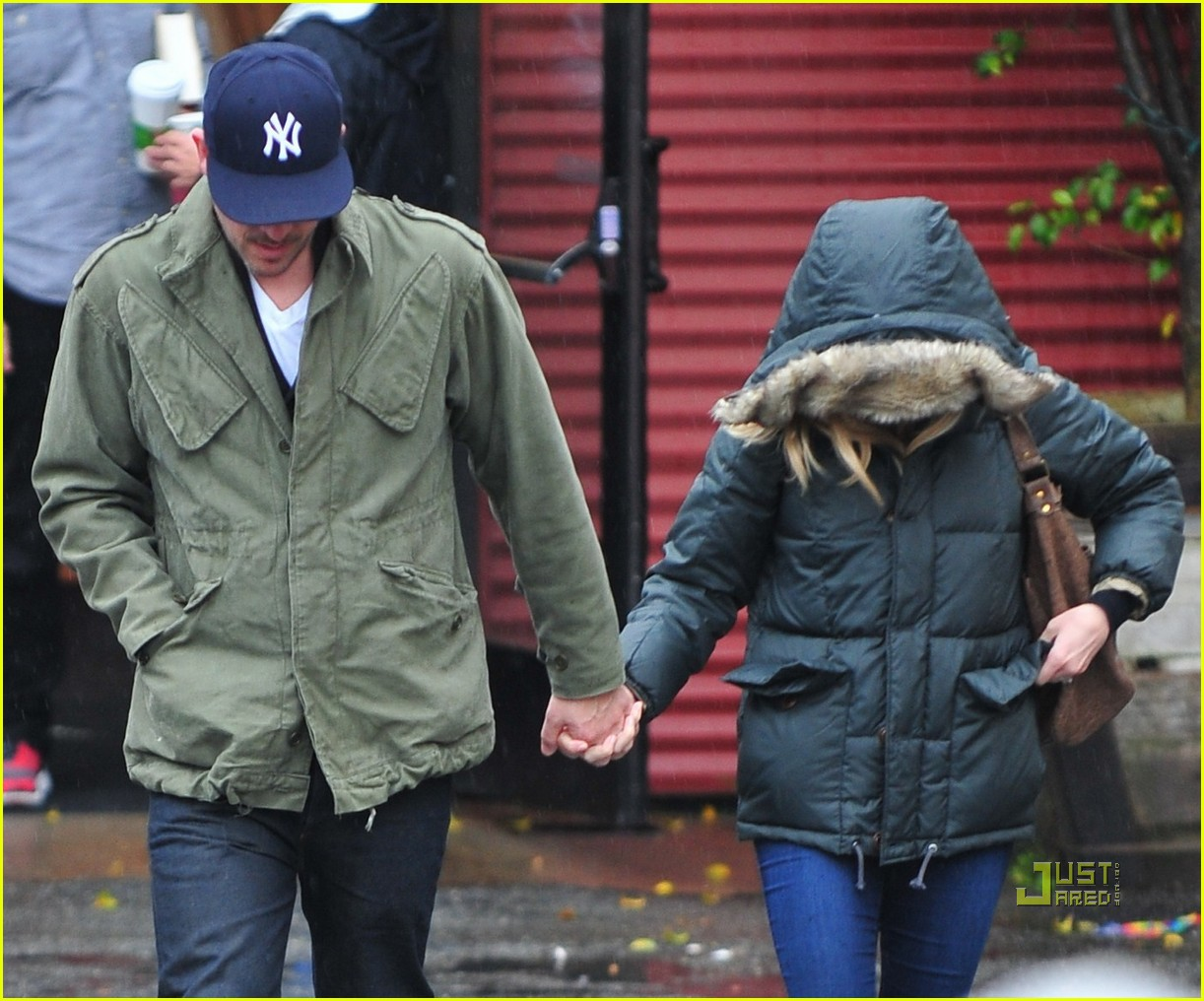 reese witherspoon jim toth church rainy day 01