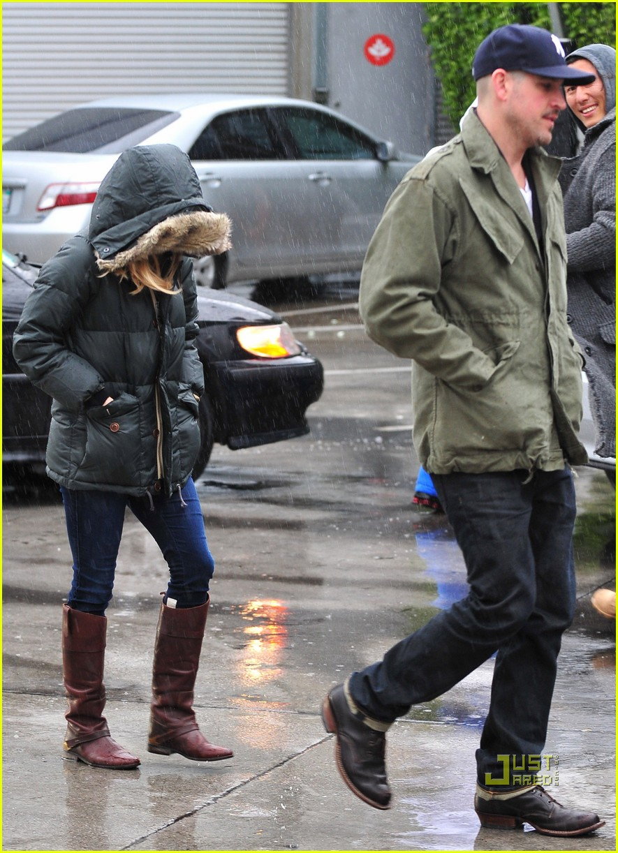 reese witherspoon jim toth church rainy day 032528989