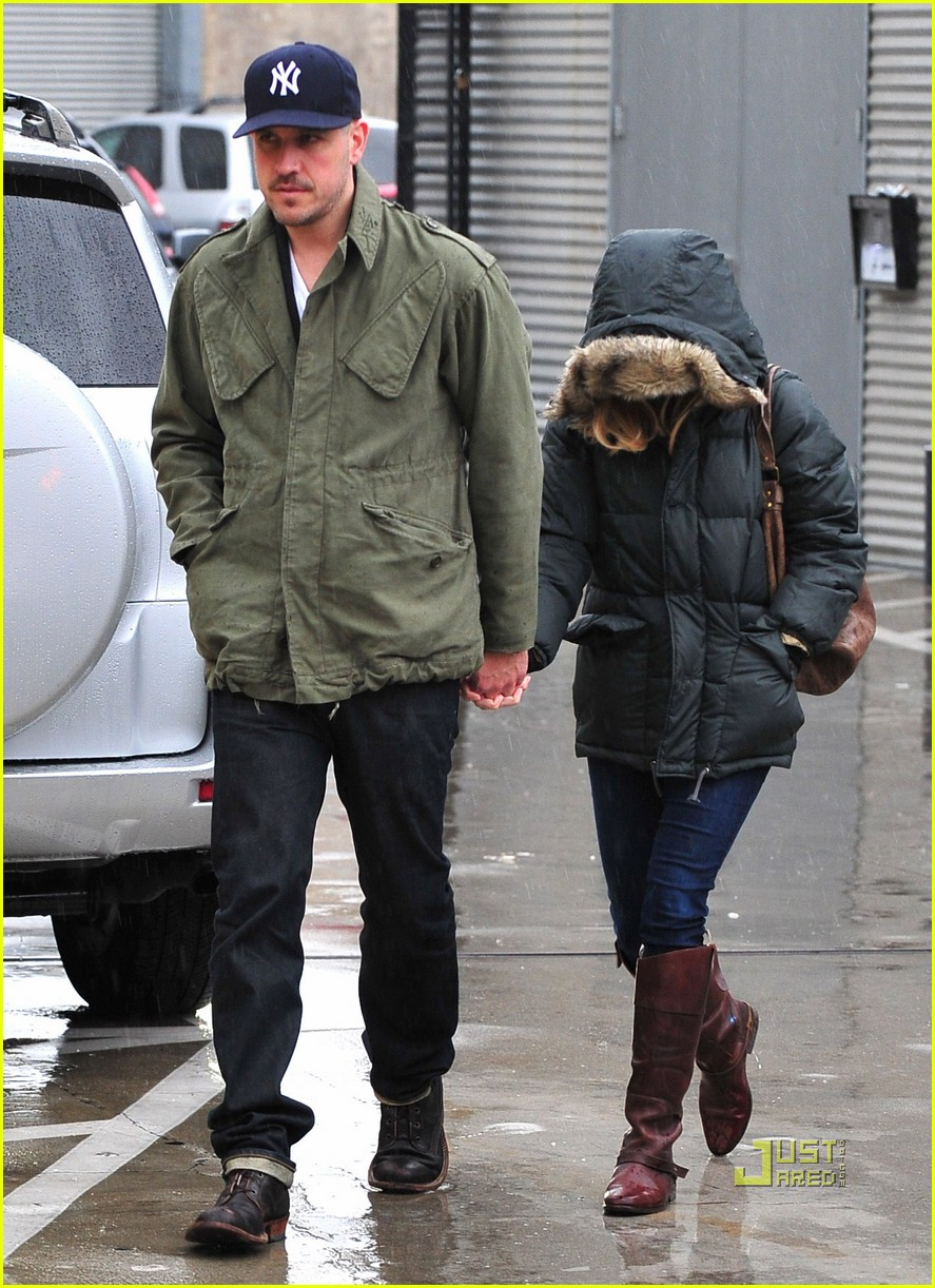 reese witherspoon jim toth church rainy day 05
