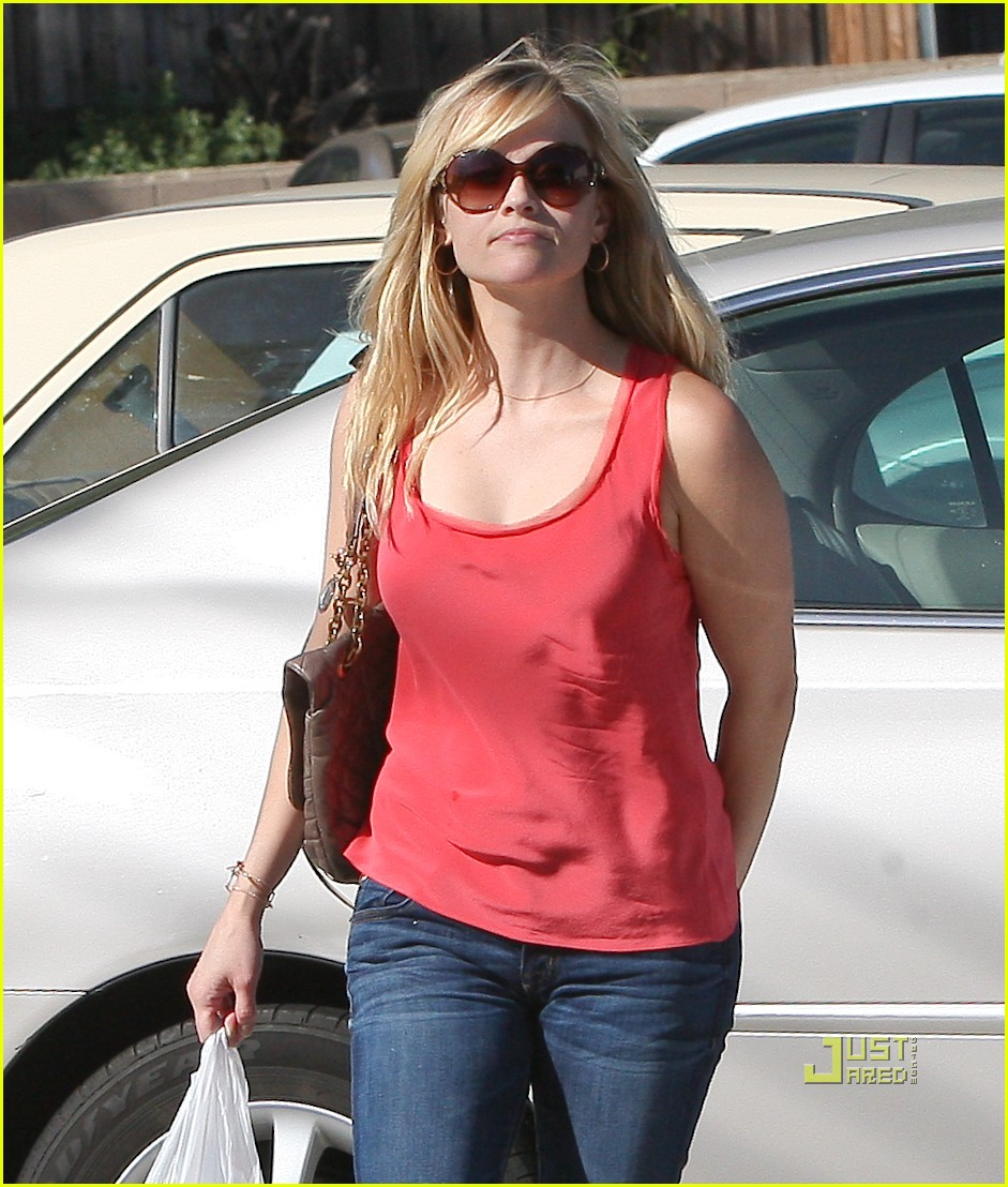 reese witherspoon red tank 01