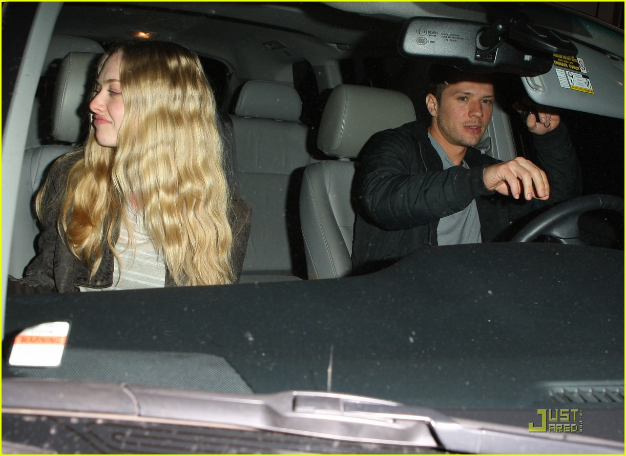 amanda seyfried date night with ryan phillippe 08