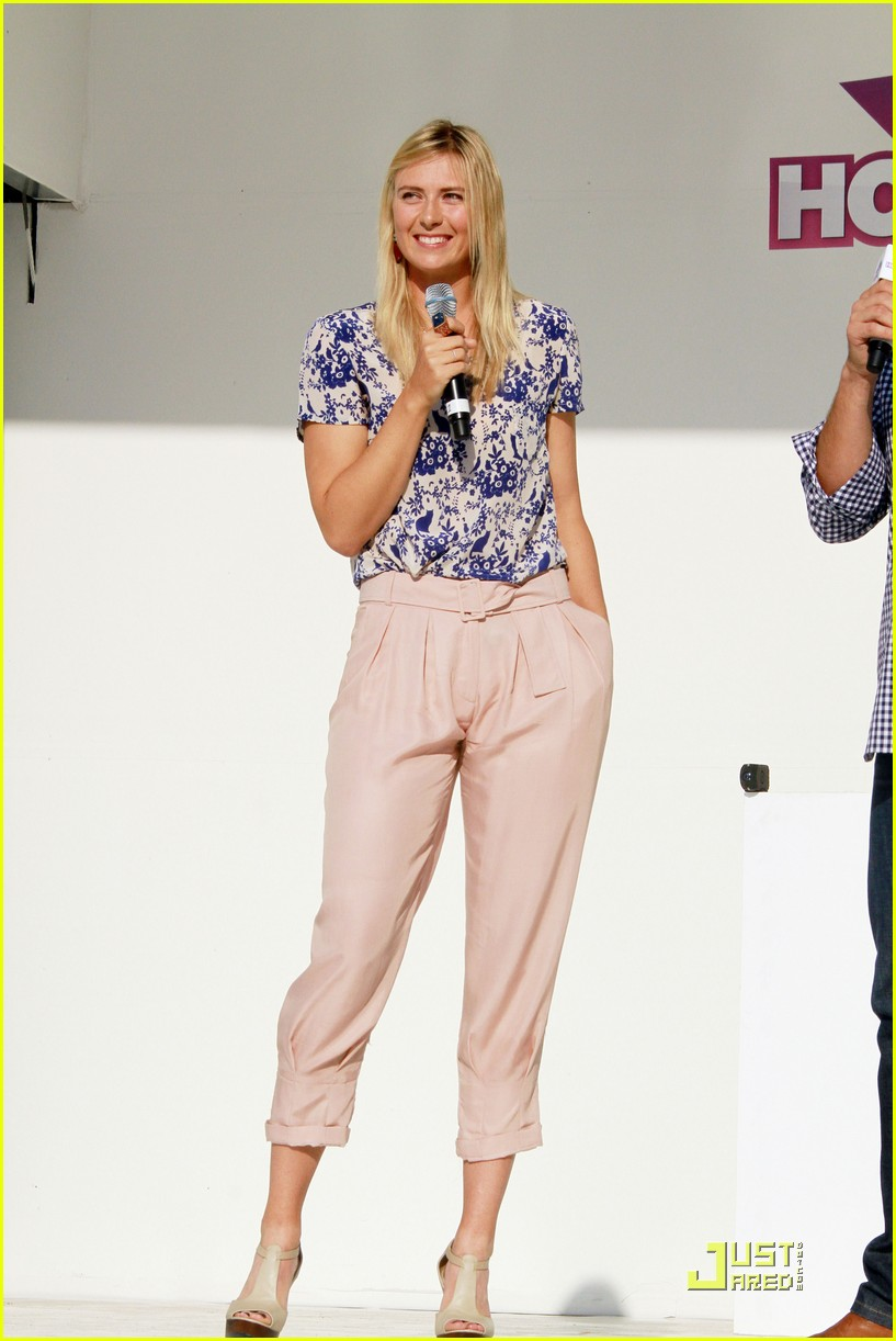 maria sharapova launches xperia hot shots 05