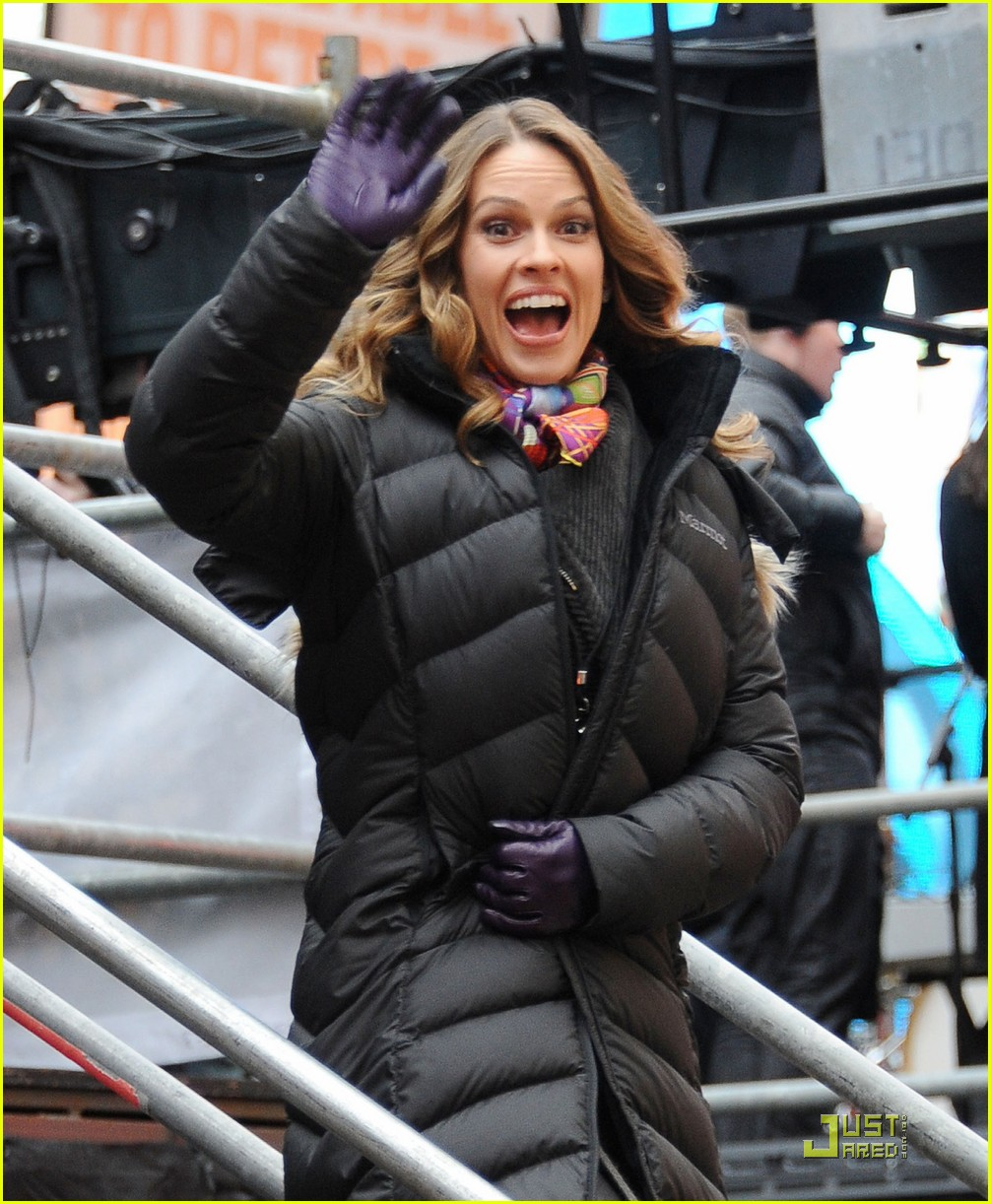hilary swank shoots new years eve 01