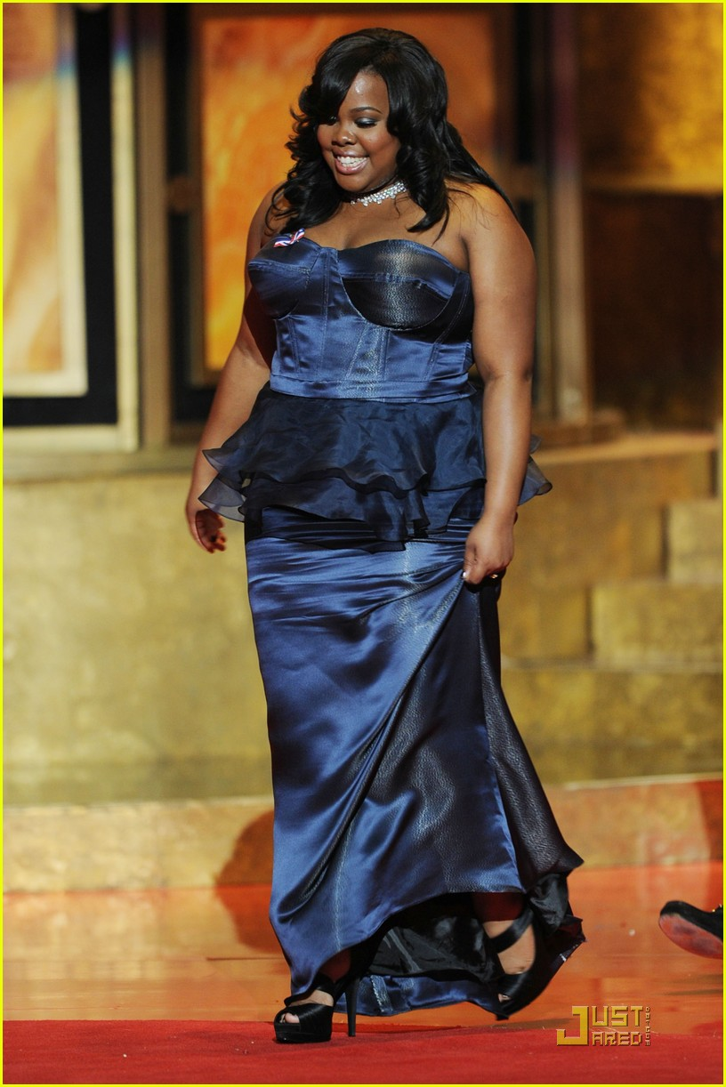 sofia vergara amber riley naacp image awards 02