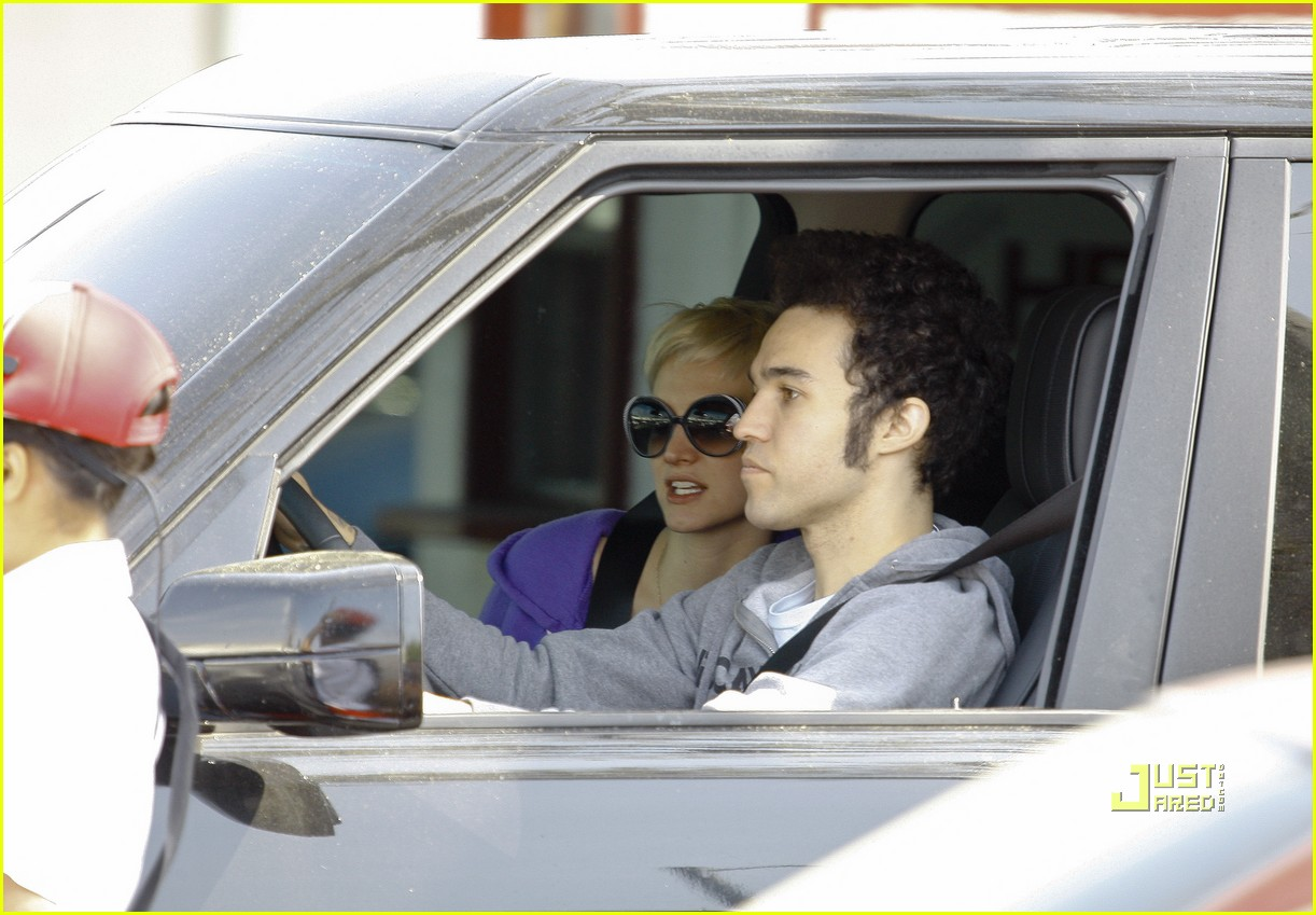 ashlee simpson pete wentz in n out 02