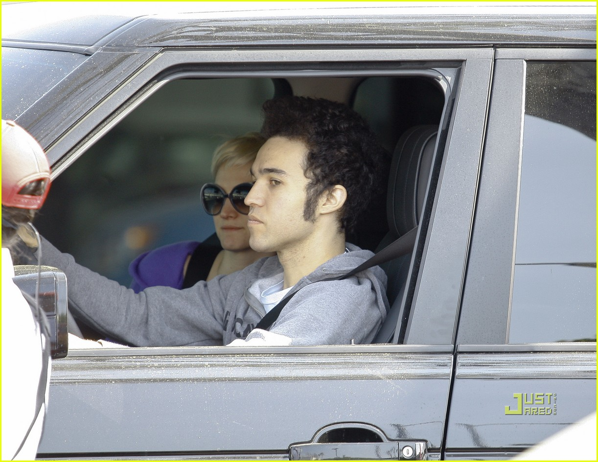 ashlee simpson pete wentz in n out 06