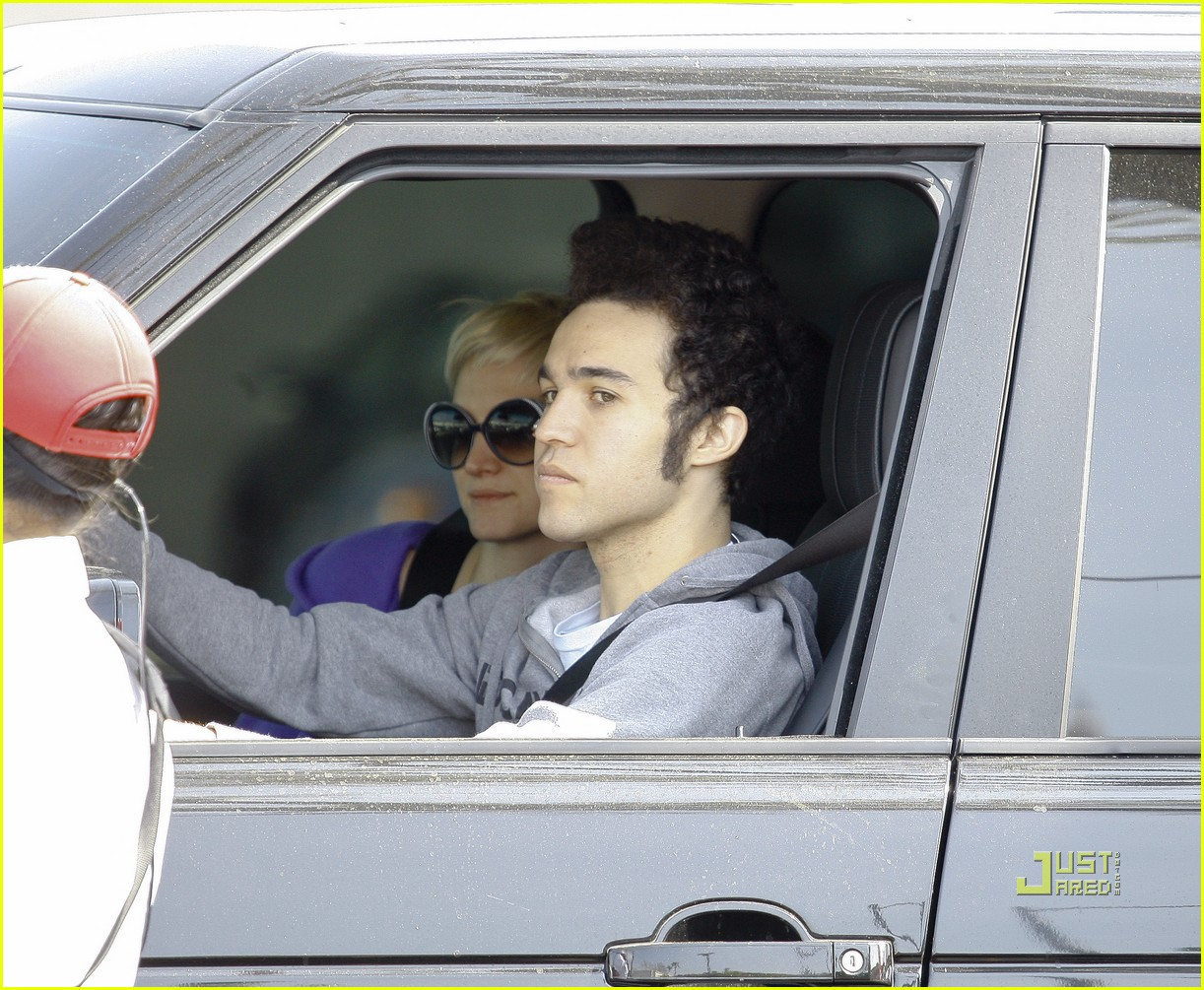 ashlee simpson pete wentz in n out 09