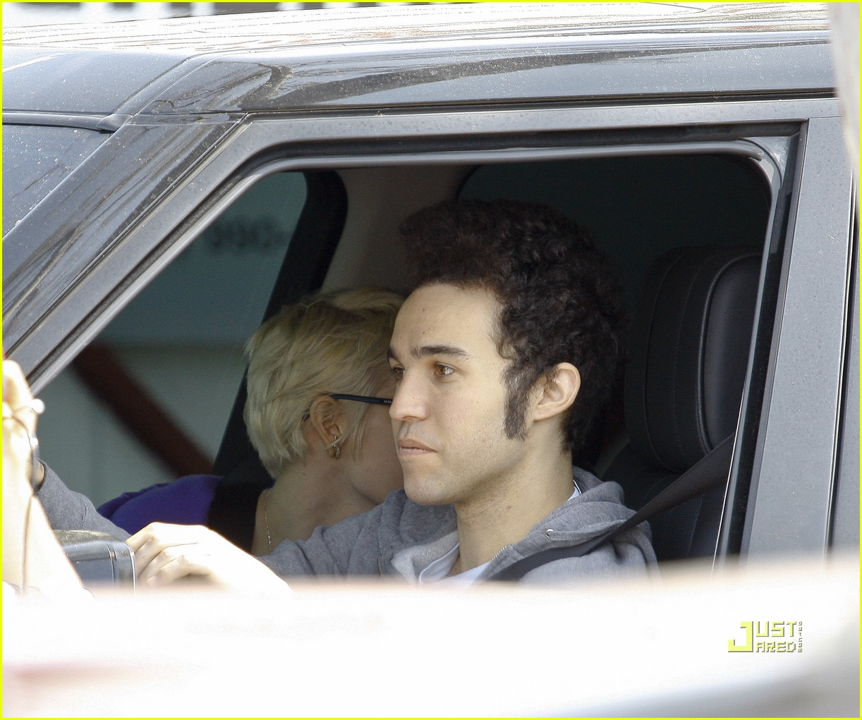 ashlee simpson pete wentz in n out 112527320
