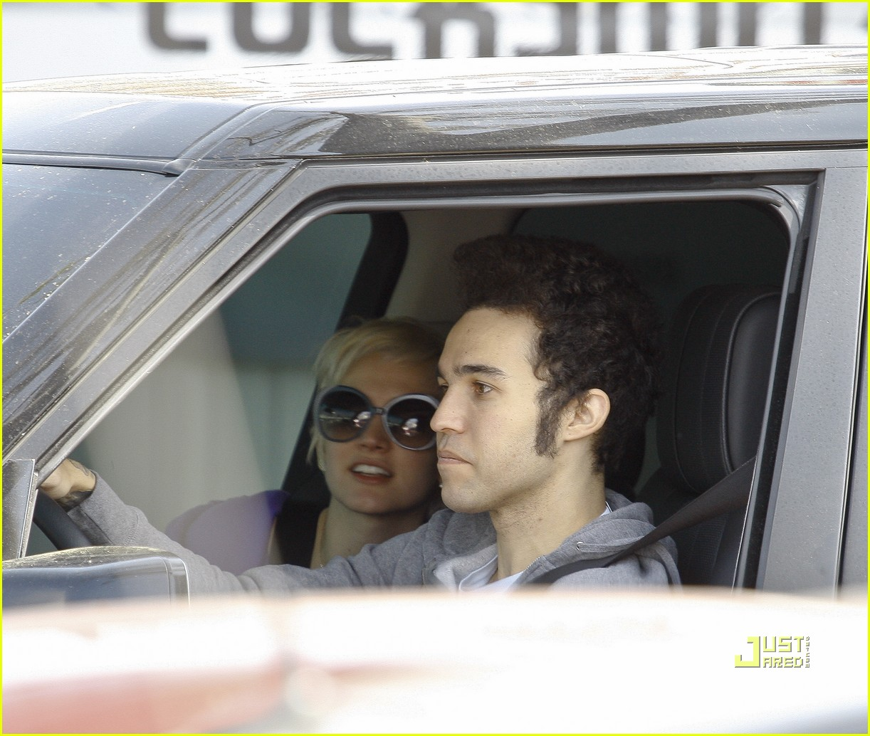 ashlee simpson pete wentz in n out 13