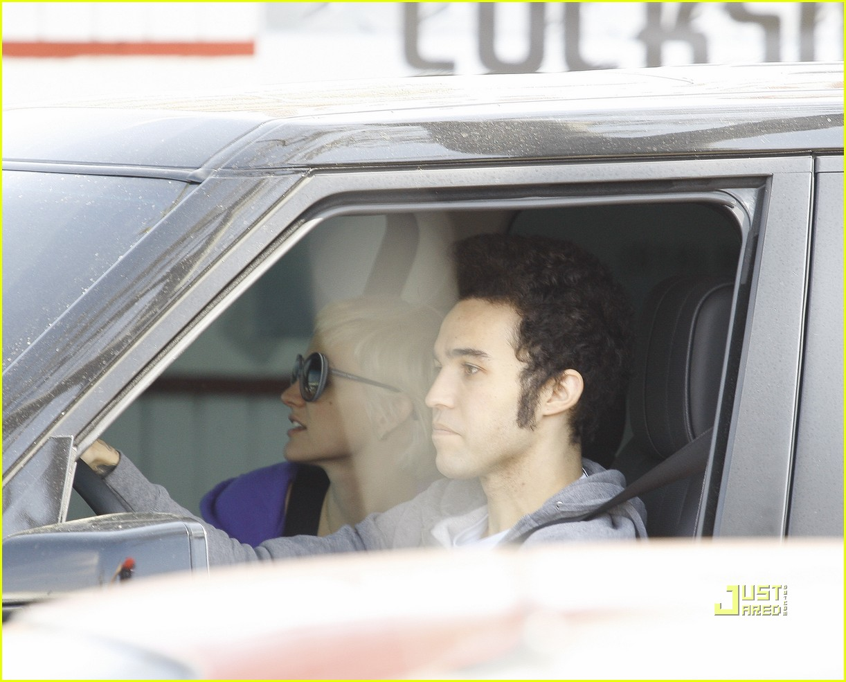 ashlee simpson pete wentz in n out 15