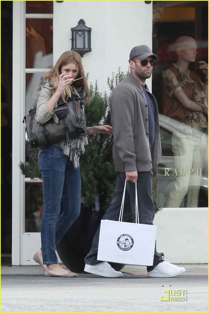 rosie huntington whiteley shopping day with jason statham 06
