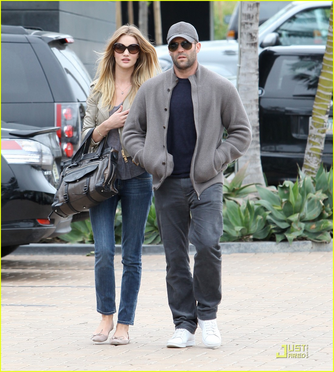 rosie huntington whiteley shopping day with jason statham 112528877
