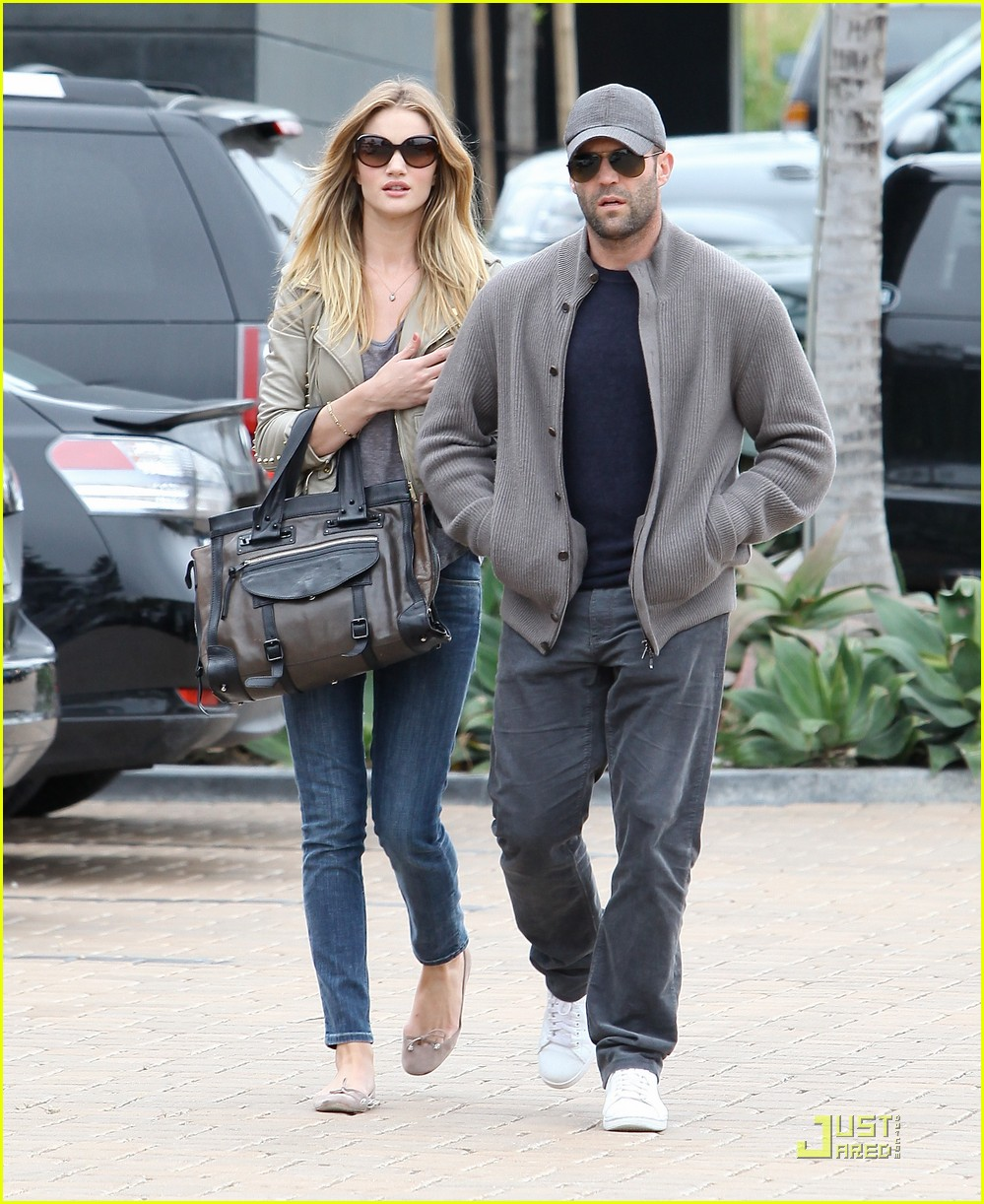 rosie huntington whiteley shopping day with jason statham 12