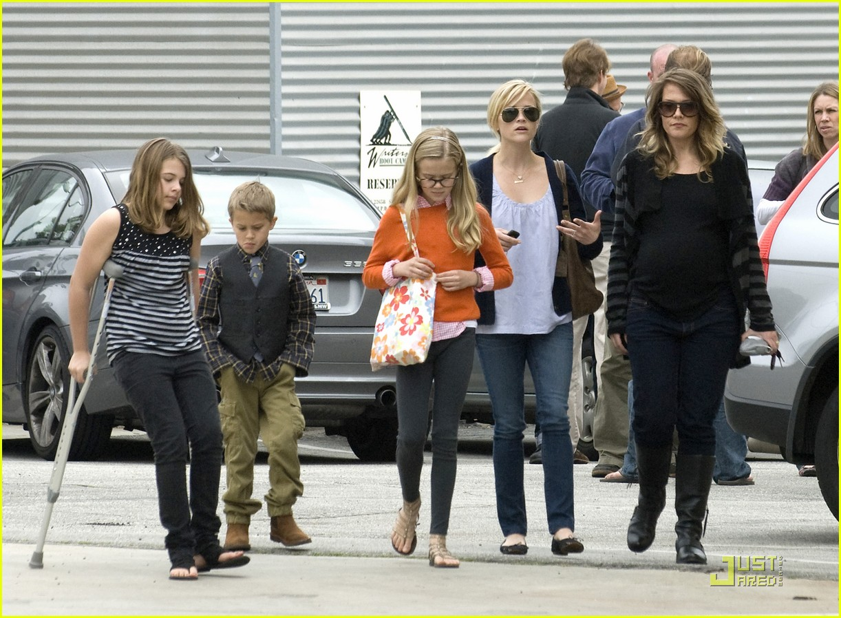 reese witherspoon church lunch ava 04