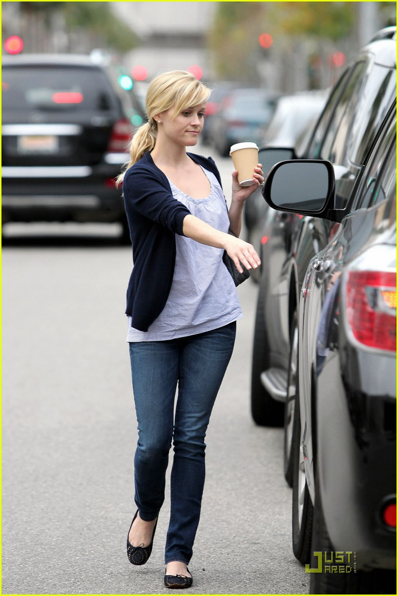 reese witherspoon church lunch ava 09