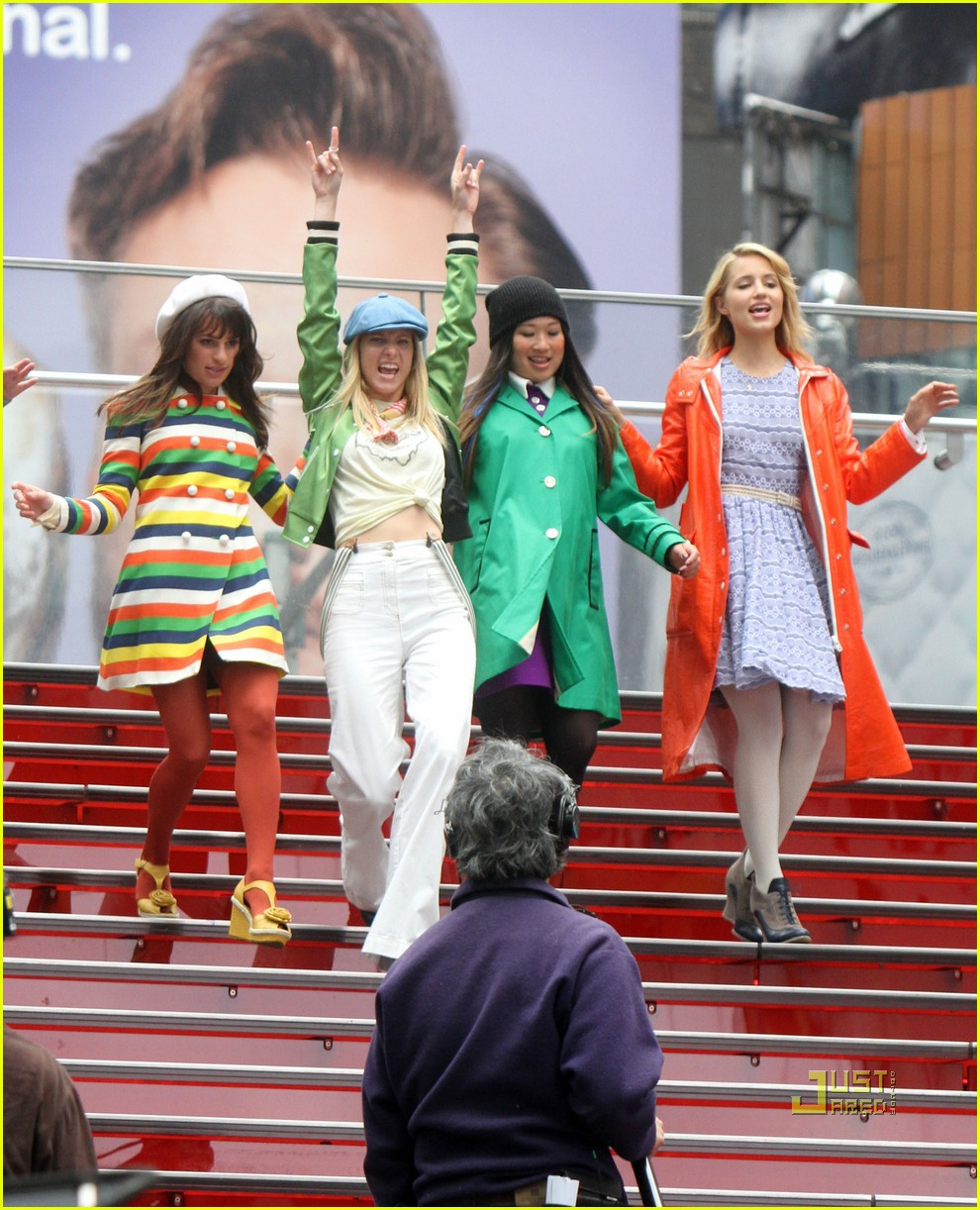 dianna agron times square glee 03