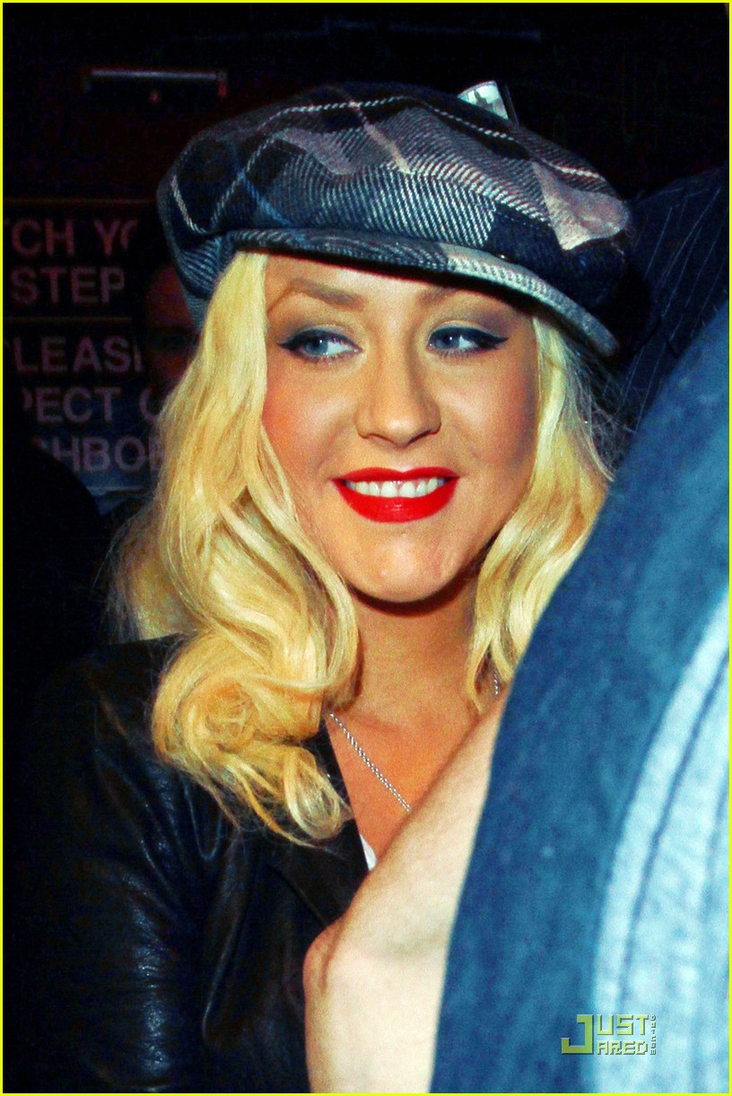 christina aguilera linda perry concert with matthew rutler 05