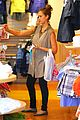jessica alba shopping day with honor 06