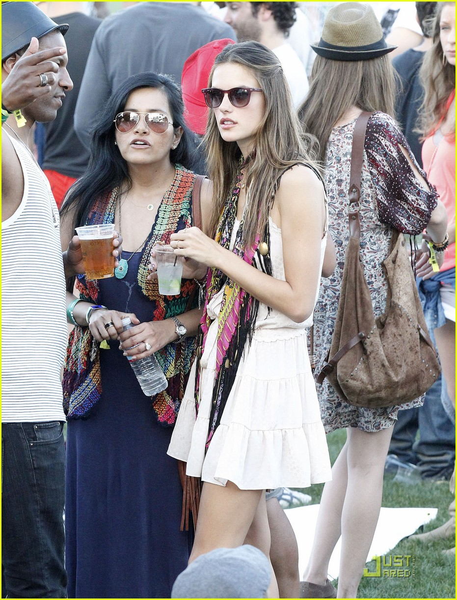 alessandra ambrosio coachella cutie 03