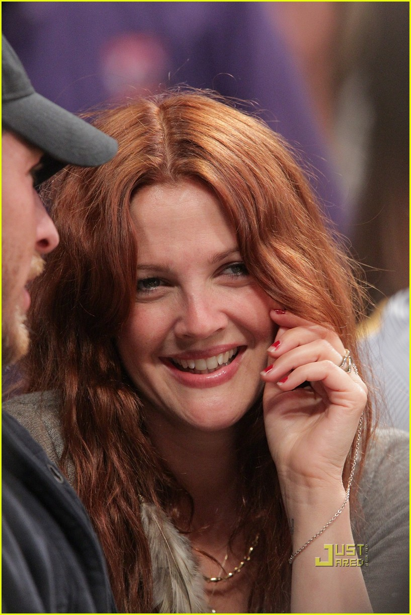 drew barrymore will kopelman lakers game courtside kiss 01