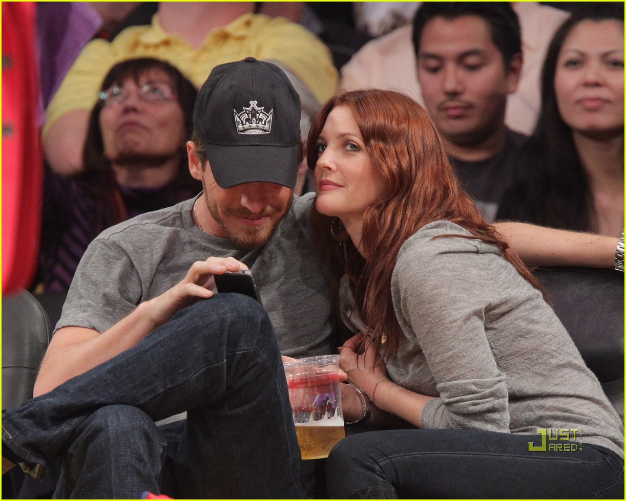 drew barrymore will kopelman lakers game courtside kiss 02
