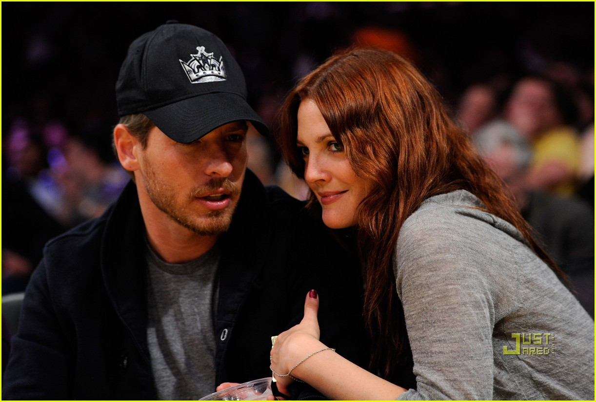 drew barrymore will kopelman lakers game courtside kiss 03