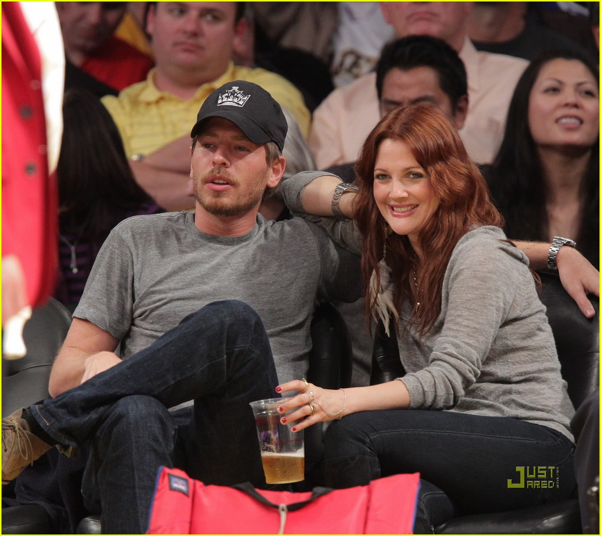 drew barrymore will kopelman lakers game courtside kiss 06