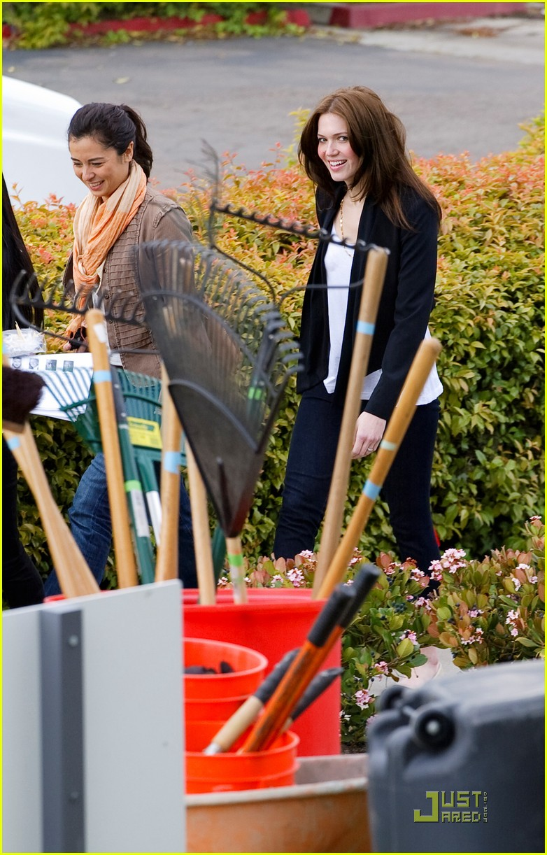 drew barrymore mandy moore food bank 02