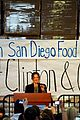 drew barrymore mandy moore food bank 04