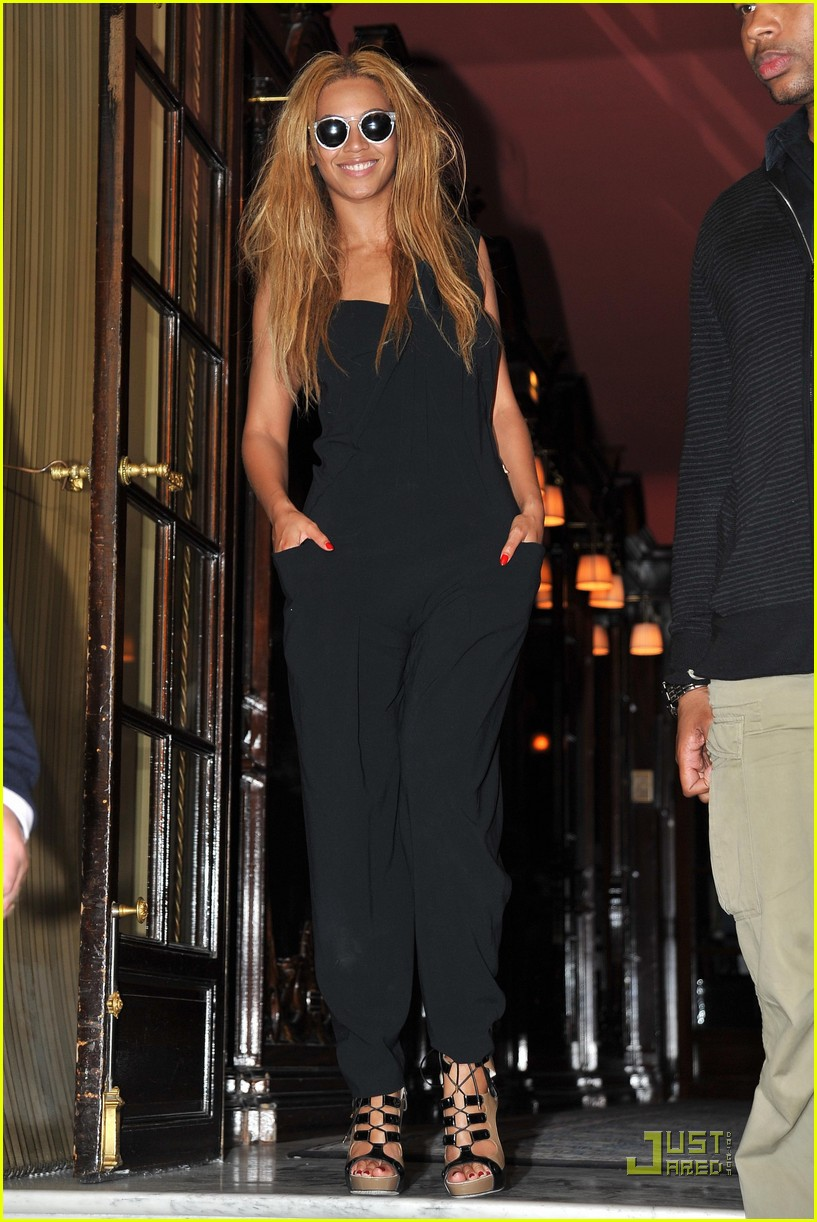 beyonce knowles costes 06