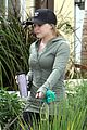 hilary duff haylie walking dogs 04