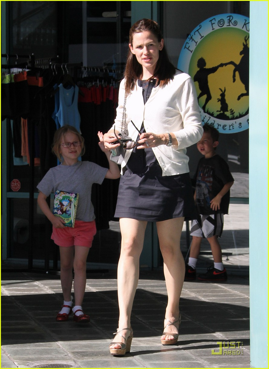 jennifer garner fit for kids with violet 02