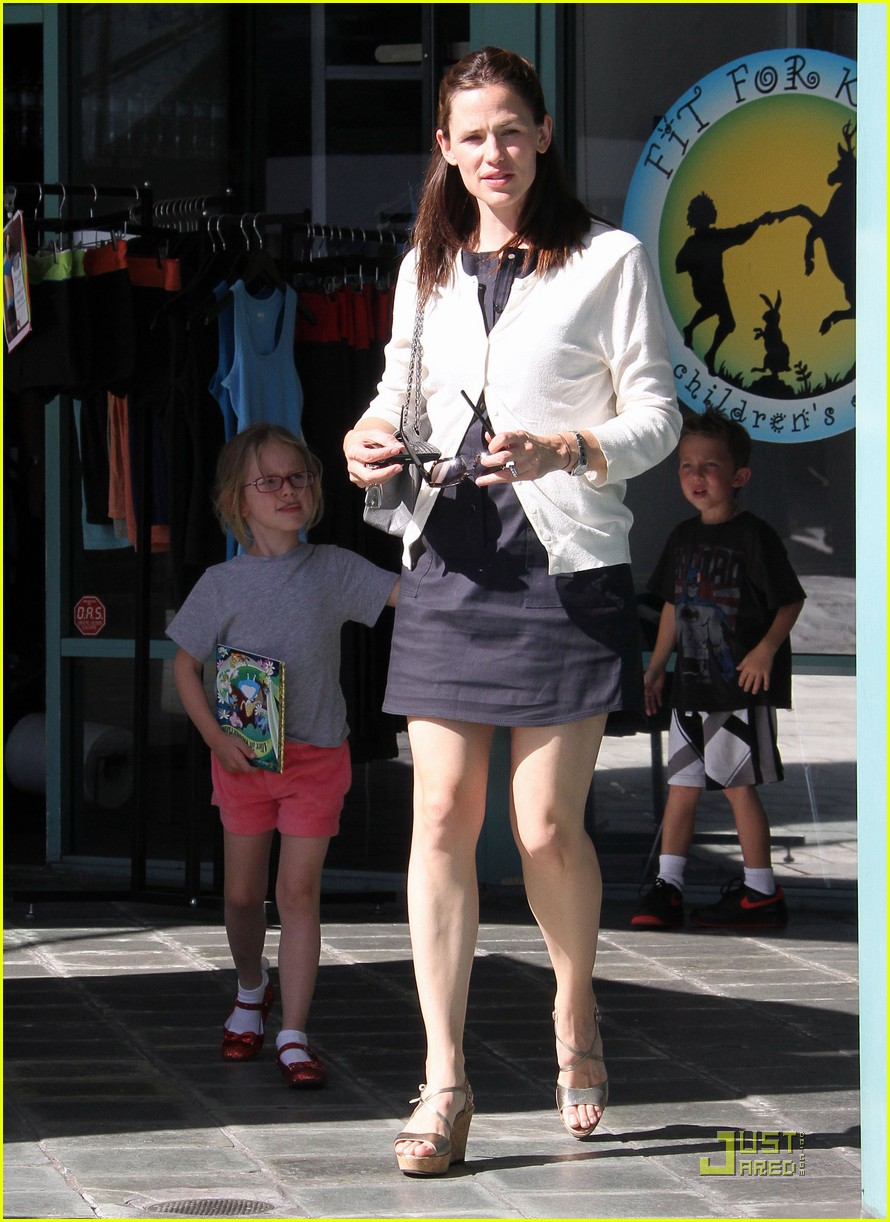 jennifer garner fit for kids with violet 03