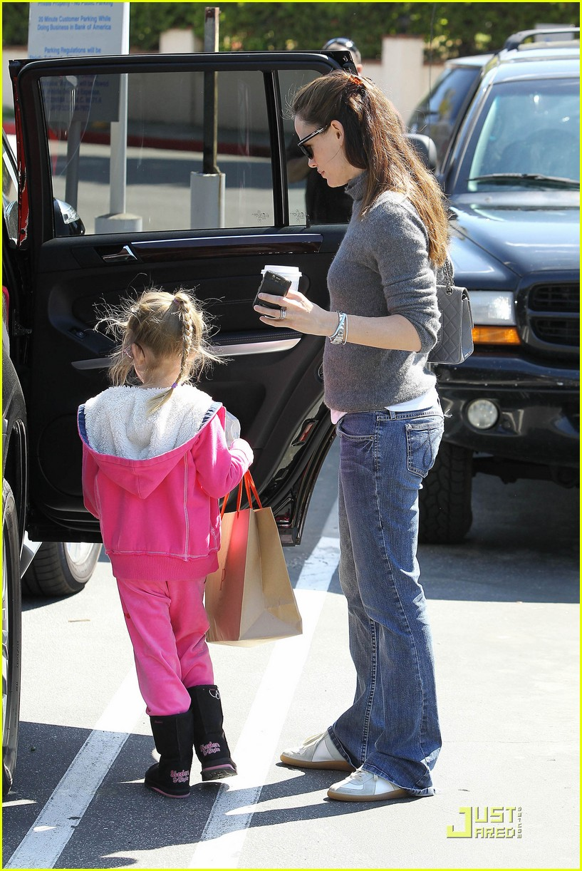 jennifer garner saturday fun with violet 02