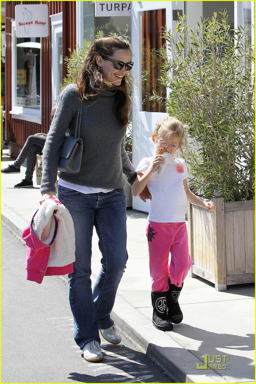 jennifer garner saturday fun with violet 102534225