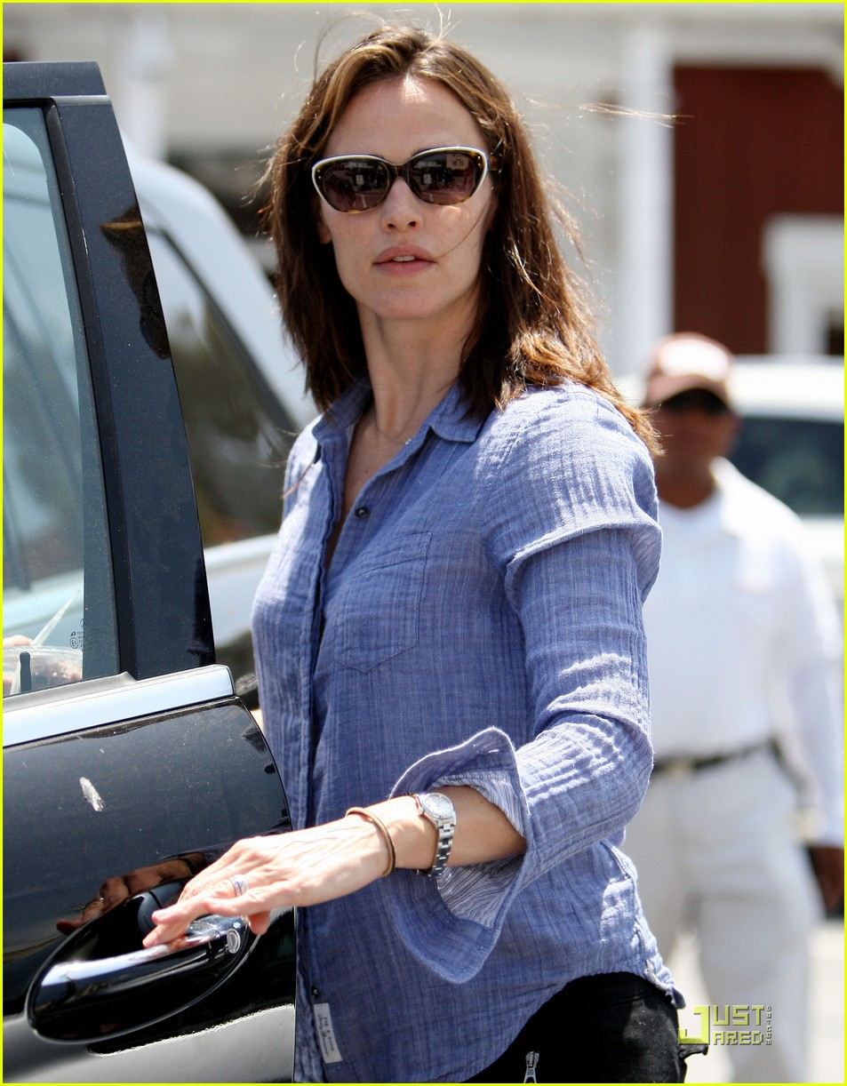 jennifer garner brentwood fun with seraphina 02