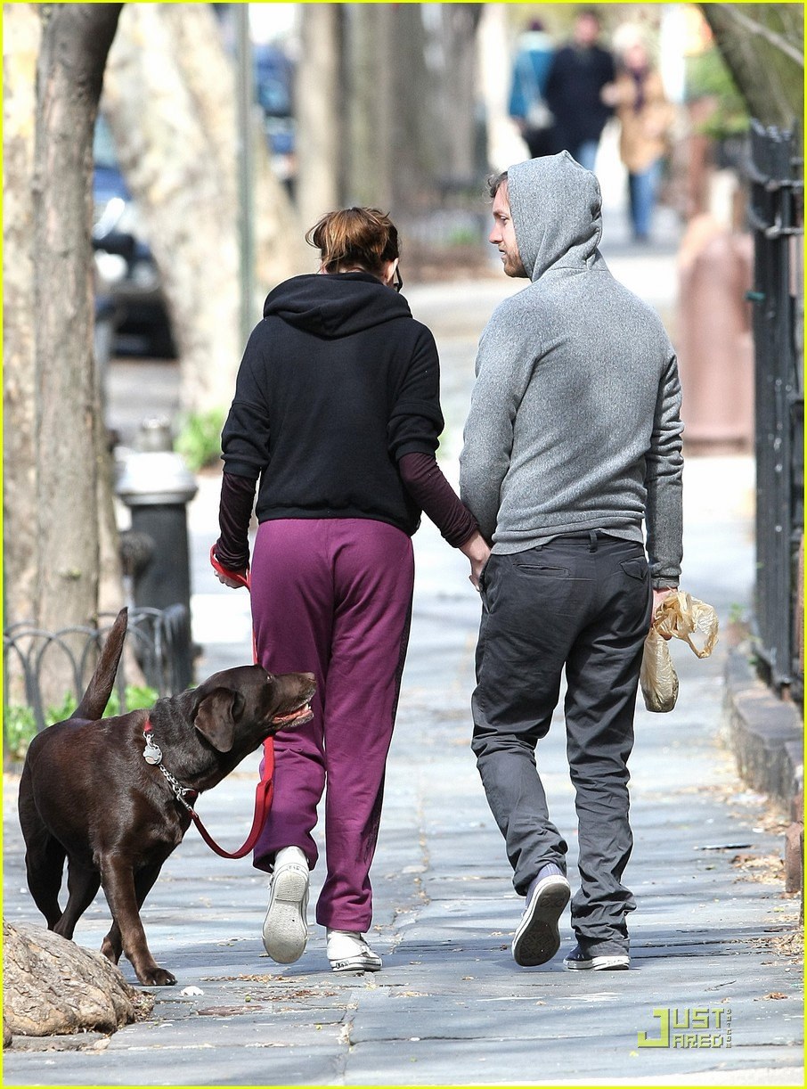 anne hathaway adam shulman dog walking couple 02