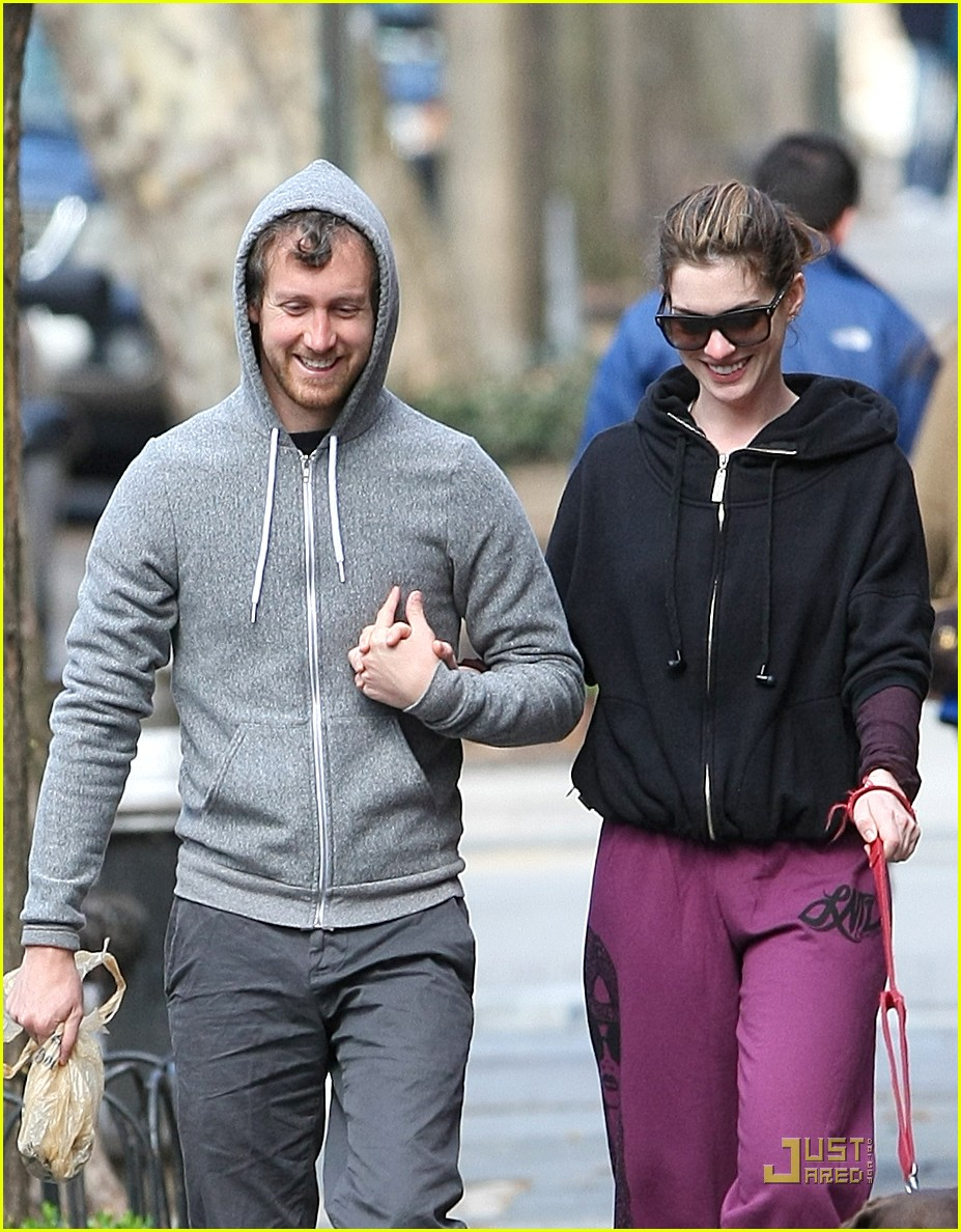 anne hathaway adam shulman dog walking couple 03